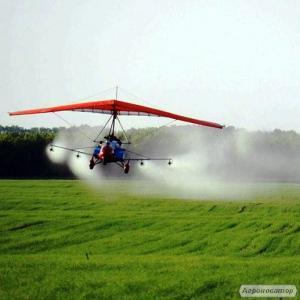 Oprysk chemiczny pól i ogrodów z lotni