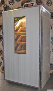 Inkubator z automatycznym systemem obracania jaj